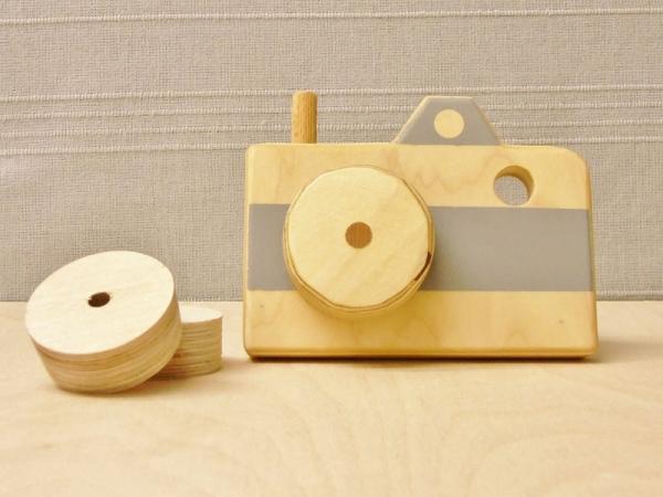 Grijze houten camera