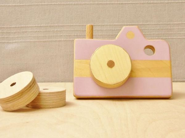 Lilaroze houten camera