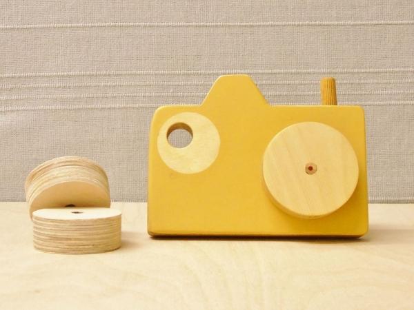 Okeren houten camera