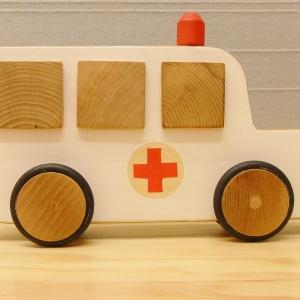 houten speelgoed ambulance