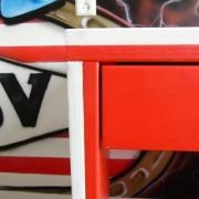 Detail rood-wit bureau