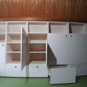 Witte zolderkast met lades